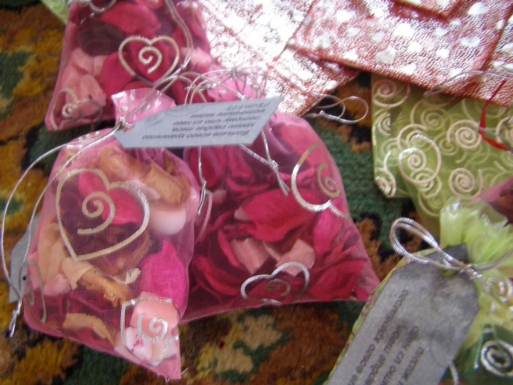 Сухие лепестки роз поделки своими руками 7